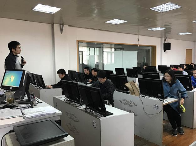我校张晨老师为陕西省教师脱产研修班上示范课