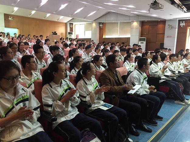 我校举办新学期第一次学生班团干部培训会