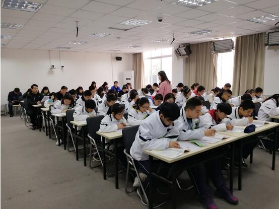 英语组听课评课活动:高一英语组余澄老师公开课