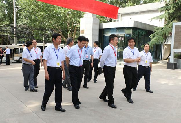 方光华副市长视察高考考点