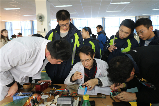 我校人工智能班和创新实验班学子走进西安电子科技大学研学参观